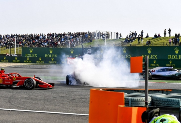 Главный молодой талант «Формулы-1» творит дичь на трассах