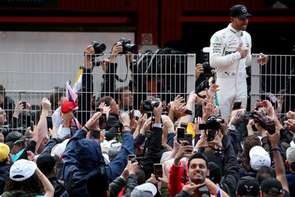 Лидеры «Формулы-1» спорят, у кого лучшая машина. Никто не голосует за свою