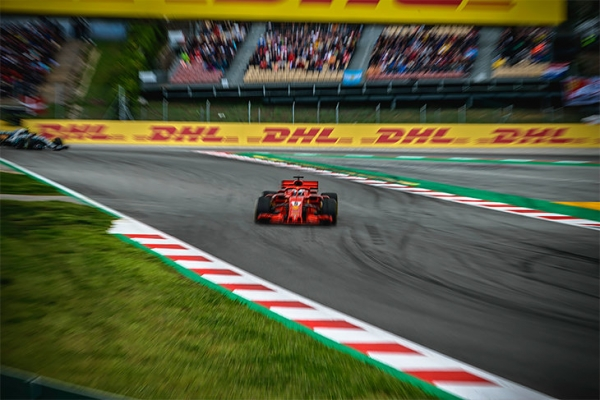 «Мерседес» выиграл гонку в Испании. Под обвинения в сговоре с производителем шин